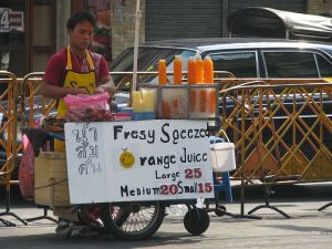 800px-bangkok_08_-_01_-_street_vendors_3165967337