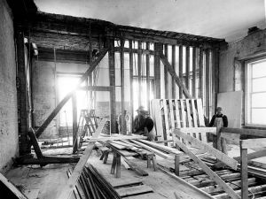 799px-bedroom_and_sitting_room_of_the_white_house_during_the_renovation-02-27-1950