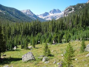 800px-cramer_lakes_basin_from_alpine_lake_trail_in_sawtooth_wilderness