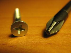 800px-phillips_screwdriver_and_screw